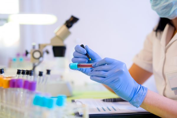 Things to Consider Before Going For Medical Lab Assistant Training