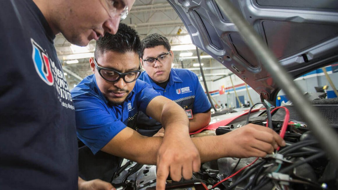 Auto Mechanics And Auto Technicians: Knowing The Difference