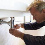plumber-working-in-bathroom