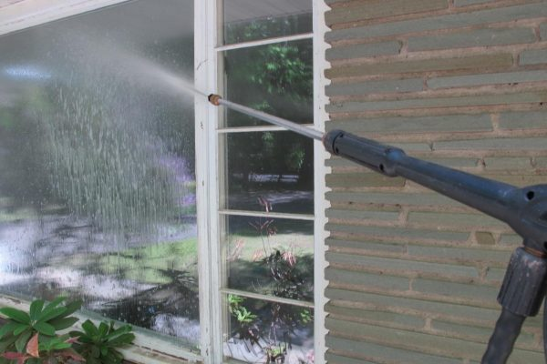 Why Window Cleaning Services Are Great Options When It Comes to Cleaning Windows